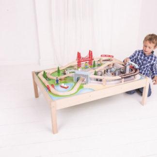 Bigjigs Rail dřevěná vláčkodráha se stolem - Město 61 dílů