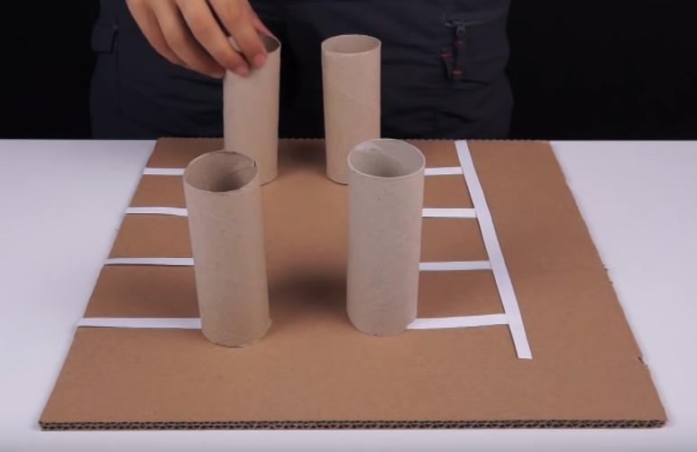 Rolky z toaletního papíru nám poskytnou dokonalé nosné sloupy